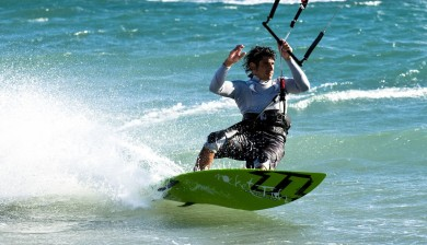 Kitesurfing in Waves