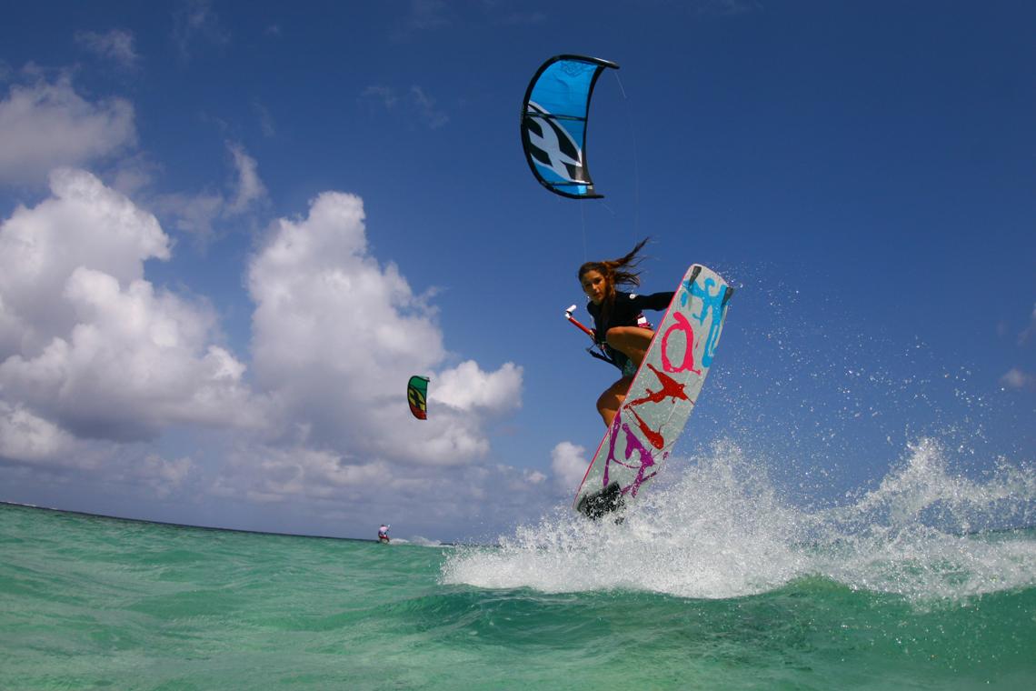 fone-kiteboarding-celine-rodenas-backroll-grab